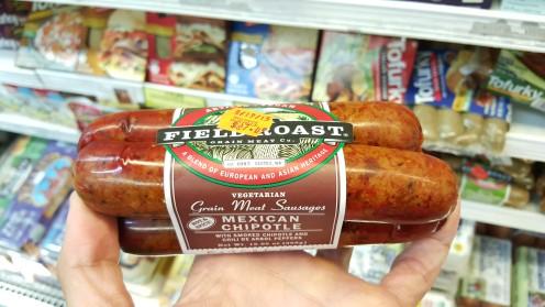Linguiças apimentadas veganas da Field Roast; seu principal ingrediente é a proteína de trigo (glúten)