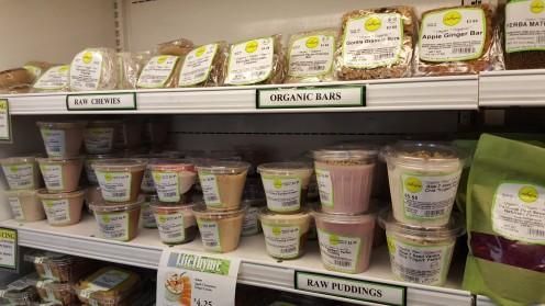 """Seção de sobremesas do Lifethyme tem praticamente só itens veganos; até um que não tinha """"vegan"""" na etiqueta carecia de ingredientes de origem animal"""