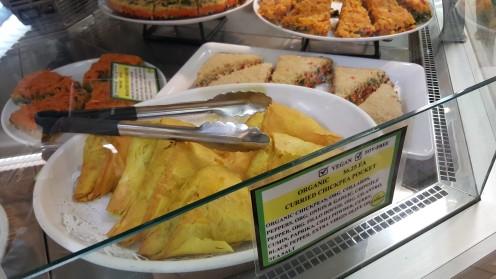 Outros quitutes preparados no Lifethyme: uma espécie de pastel asiático com curry