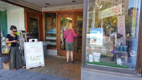 Fachada do mercadinho natural Lifethyme, que fica no bairro de Chelsea, em Manhattan, Nova York