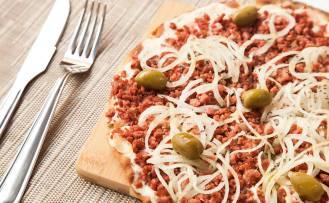 """Pizza """"calabresa"""" (vegana) do restaurante Barão Natural, em São Paulo"""