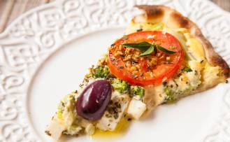 Pizza Jardineira (vegana) do restaurante Barão Natural, em São Paulo