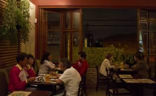 O restaurante Banana Verde, na V. Madalena, é um dos poucos vegetarianos em São Paulo que abrem também à noite