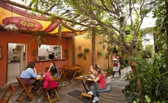 Casa Jaya serve comida vegetariana e sedia eventos relacionados a bem-estar e direitos dos animais em Pinheiros